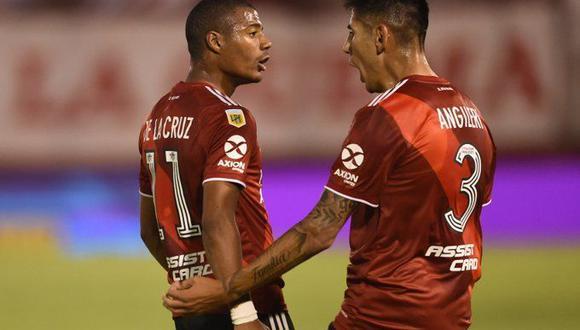 De La Cruz y Suárez marcaron en triunfo de River ante Huracán en El Palacio. (Twitter)