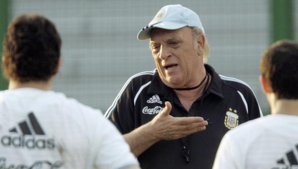 Alfio Basile es el único técnico que dirigió a Diego Maradona y Lionel Messi. (Foto: AFP)