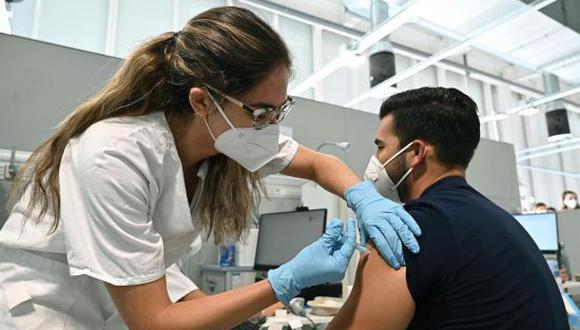 Vacuna COVID-19 de 18 a 29 años en México: cómo y dónde recibir la segunda dosis en CDMX. (Foto: Getty)