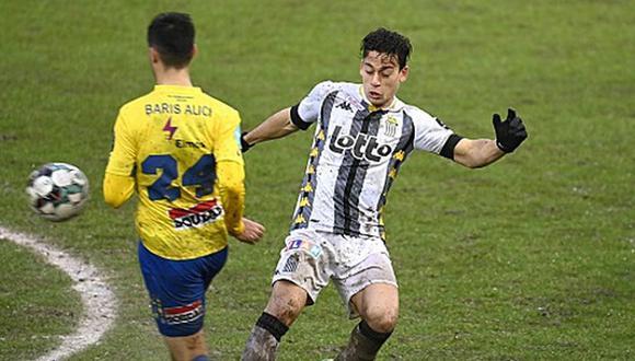 Cristian Benavente solo pudo disputar cinco partidos con Royal Charleroi en la temporada. (Foto: Twitter)