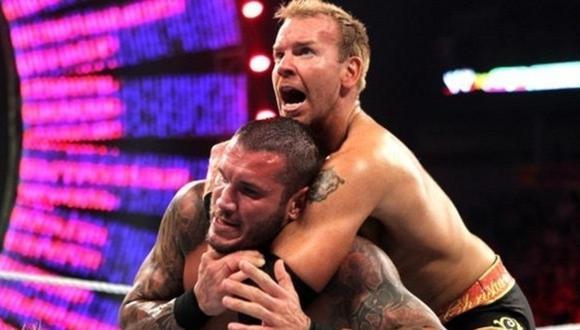 Christian y Randy Orton durante el enfrentamiento que tuvieron en Over the Limit 2011. La 'Víbora', al final, se llevó la victoria. (Foto: WWE)