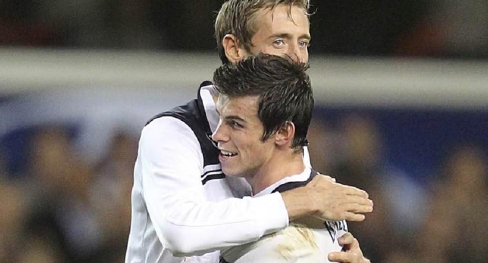 Gareth Bale y Peter Crouch coincidieron en el Tottenham antes de que el Real Madrid se llevará al galés. (Foto: Agencias)