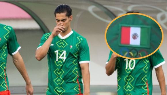 Erick Aguirre presentó un error en su camiseta. La bandera se encontraba colocada de manera inversa y esto podría traer consecuencias legales.