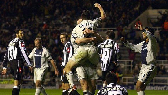 La celebración de Newcastle de Nolberto Solano tras el triunfo ante Juventus en 2002. (Internet)