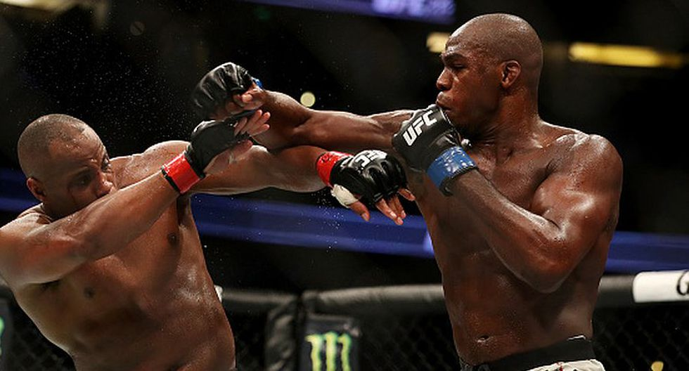 Jon Jones ganó los dos combates que disputó ante Daniel Cormier. (Getty Images)