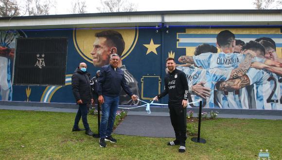 Messi inauguró mural que conmemora el título de la Copa América 2021. (Foto: @Argentina)