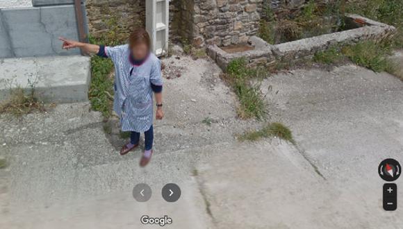 El registro de la fotografía se remonta al 2014 en Carbajales de la Encomienda, un pueblo de 27 habitantes de la provincia de Zamora, España. Pues la escena que se puede ver es una habitante dándole indicaciones a Google Street View. (Foto: Twitter)