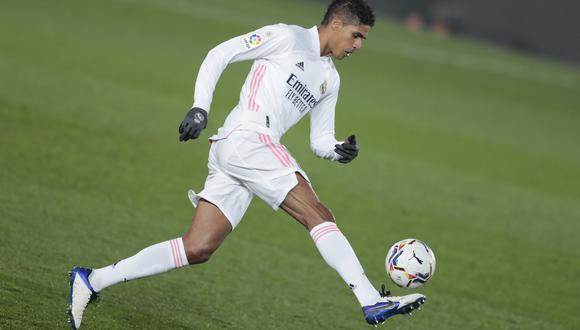Raphael Varane tiene contrato con el Real Madrid hasta el verano de 2022. (AP)