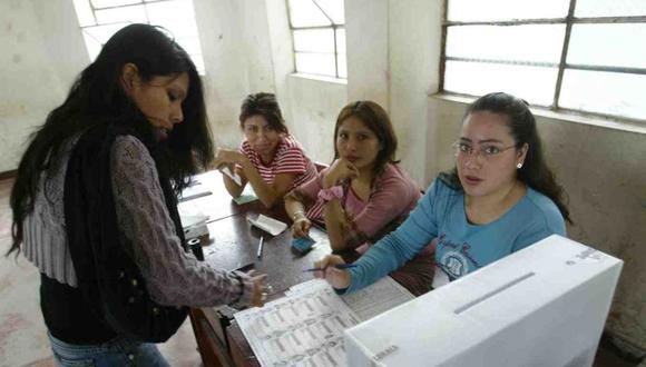 Los miembros de mesa son parte fundamental del proceso de elecciones; ya que les corresponde presidir el acto de votación, controlar el desarrollo de la votación y realizar el recuento y escrutinio. (Foto: Andina)