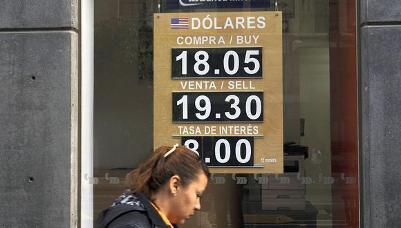 El tipo de cambio se depreciaba el miércoles este miércoles 24 de febrero en el mercado mexicano. (AFP)