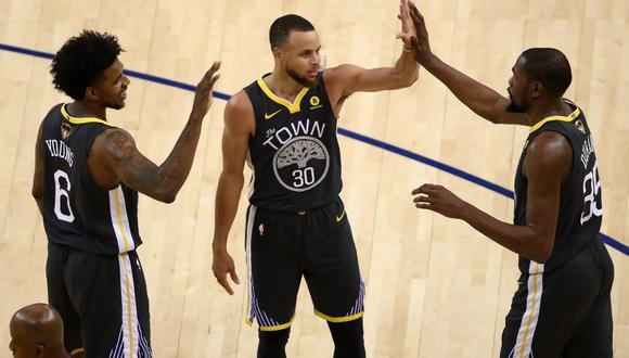 Con un Curry de récord, los Golden State Warriors ponen el 2-0 ante los Cavalliers.