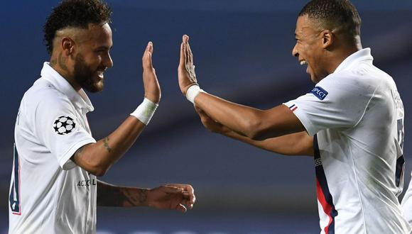 Neymar y Kylian Mbappé juegan juntos en el PSG desde verano de 2017. (AFP)