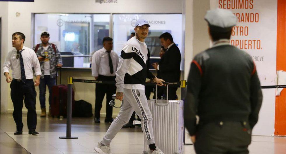 Paolo Guerrero llegó a Buenos Aires. (Fotos: Jesús Saucedo)