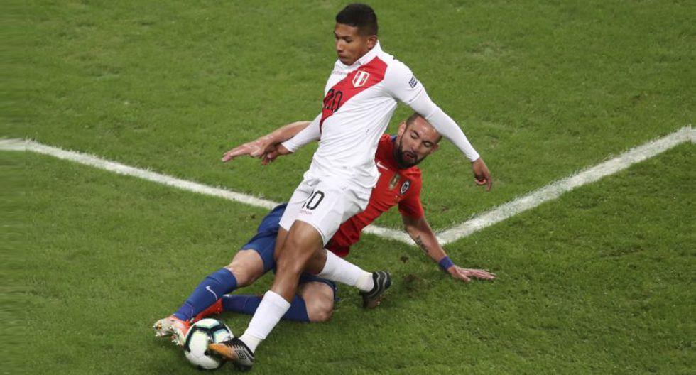 Edison Flores no terminó el duelo ante Chile. (AP)