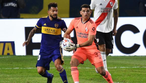 Carlos Tevez felicitó al arquero debutante de River Plate por su gran participación. (Foto: EFE)