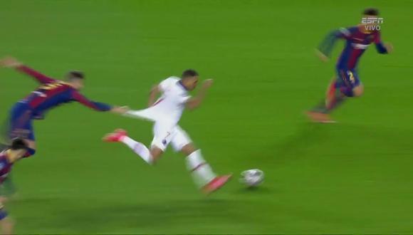 El jalón de Piqué a Mbappé que se convirtió en viral. (Captura: ESPN)