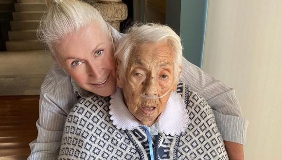 Laura Zapata junto a su abuela, la señora Eva Mange.  (Foto: Instagram / @laurazapataoficial).