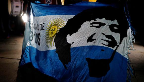 Desde las 6 de la mañana se abrieron las puertas de la Casa Rosada para que los hinchas se despidan del cuerpo de su ídolo. El entierro de Diego Armando Maradona se realizó en el Jardín de Bella Vista. (REUTERS/Nacho Doce).