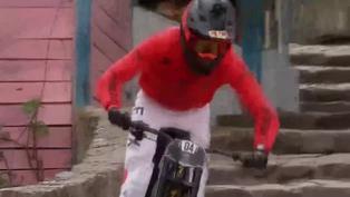 """Realizan carrera de """"downhill urbano"""" más larga del mundo en cerro tutelar de Monserrate de Bogotá"""