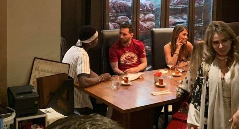 Lionel Messi y Pogba coincidieron en un restaurante de lujo en los Emiratos Árabes. (Twitter)