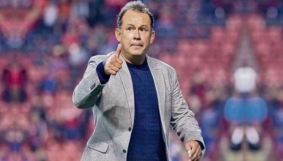 Juan Reynoso ya sumó 13 partidos sin perder con Cruz Azul. (Foto: Twitter)