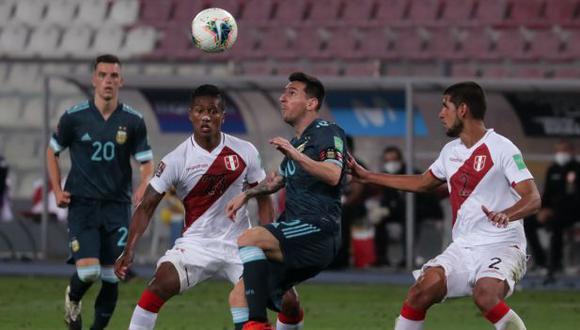 Perú vs. Argentina se enfrentan esta noche en el cierre de la fecha triple de octubre de las Eliminatorias. (Foto: EFE)