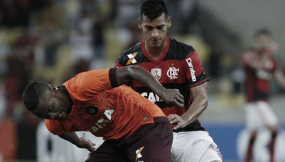 Miguel Trauco suplente ante Paranaense.