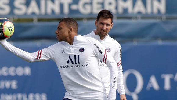 Mbappé y Messi son parte de la delantera de lujo del PSG esta temporada 2021/2022. (Foto: AFP)