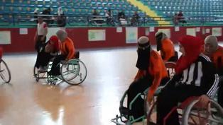 Mujeres con discapacidad participan en un torneo de baloncesto en Yemen