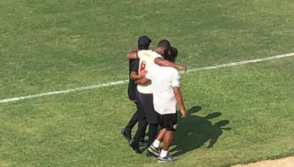 Nelinho Quina salió lesionado tras sufrir golpe en la rodilla. (Foto: @Nataliaddimi)