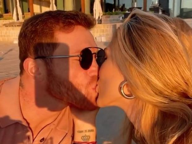 Through social networks, Canelo shared some intimate details on how they celebrate their honeymoon.  (Photo: Instagram)