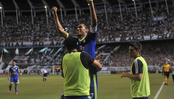 Con un doblete de Carlos Lobatón, Sporting Cristtal venció 2-1 a Racing en la Copa Libertadores 2015. (Foto: EFE)
