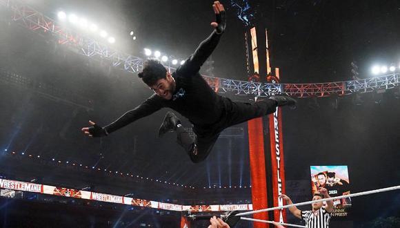 Bad Bunny luchó en pareja con Damian Priest y se llevó la victoria ante The Miz y Morrison. (Foto: WWE)