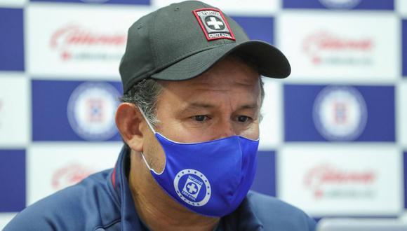 Juan Reynoso tiene contrato con Cruz Azul por todo el 2021. (Foto: @CruzAzulCD)