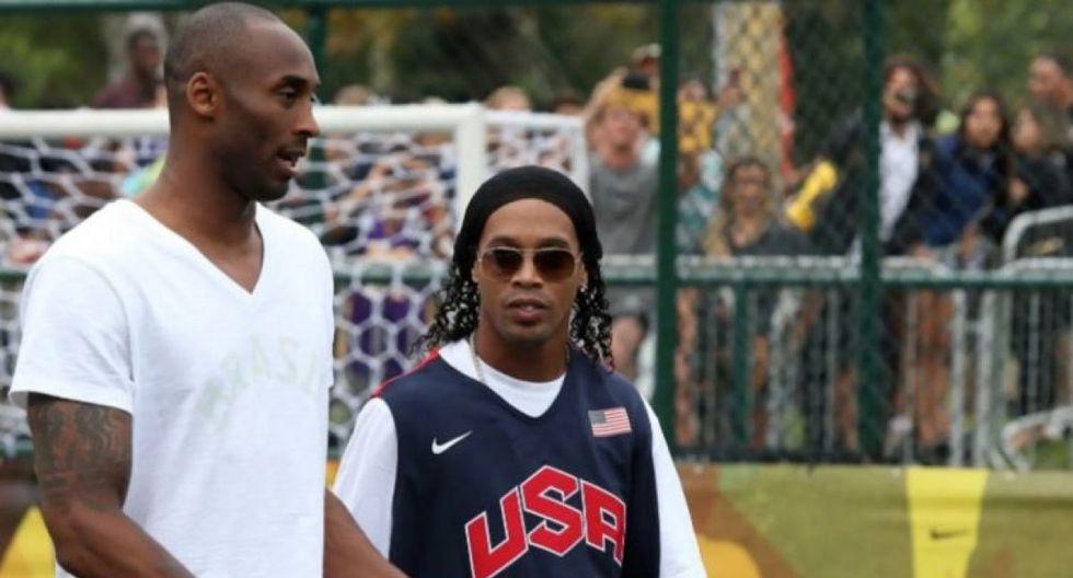 Kobe Bryant junto a Ronaldinho. (Google)