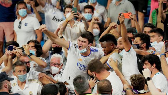 Vinicius Junior celebró con los hinchas su tanto ante el Celta. (Foto: AFP)