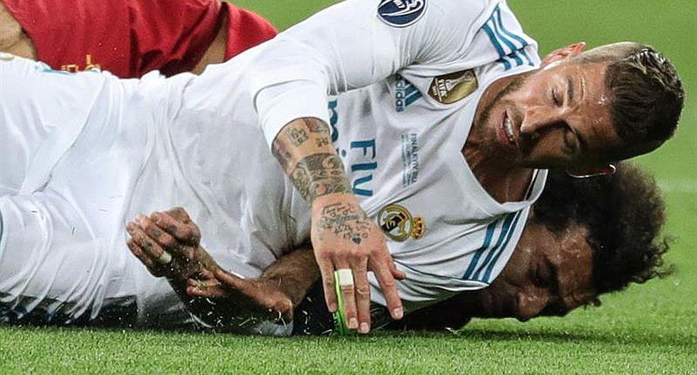 La polémica acción entre Ramos y Salah que sacó al egipcio de la final de la Champions League 2018. (Foto: Getty)