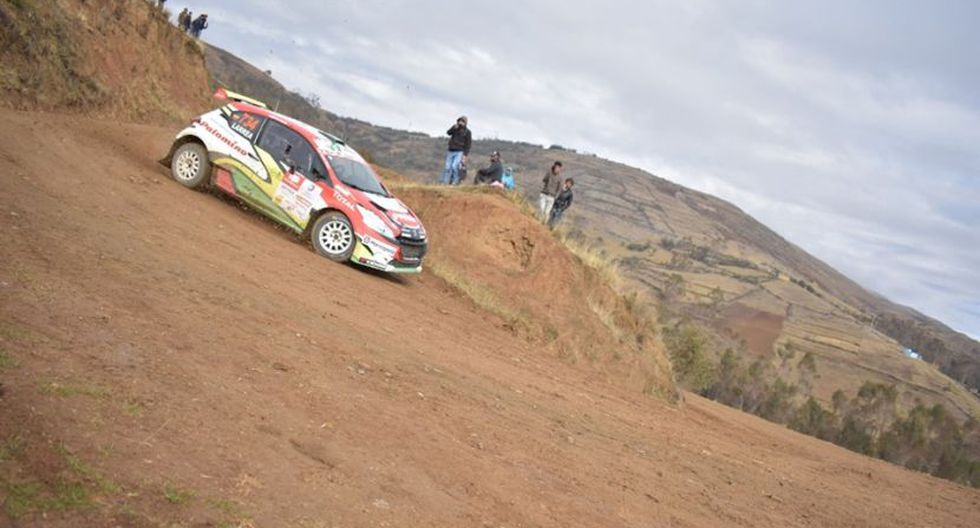 Richard Palomino y su Peugeot 208. (Foto: Caminos del Inca)