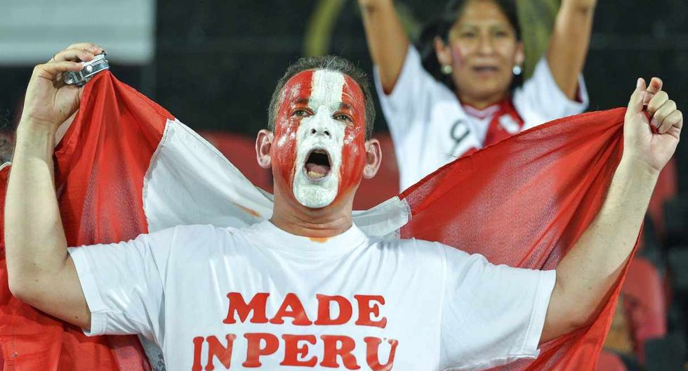 Los hinchas de la selección peruana presentes en Doha, Qatar. (Foto: EFE)