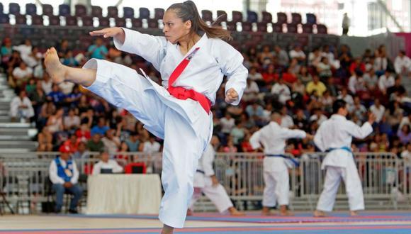 Bronce en Lima 2019 enseña Karate por zoom.