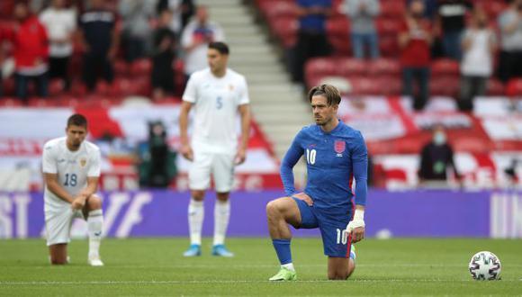 Inglaterra recibió muchas criticas por arrodillarse en sus últimos amistosos. (Foto: AP)