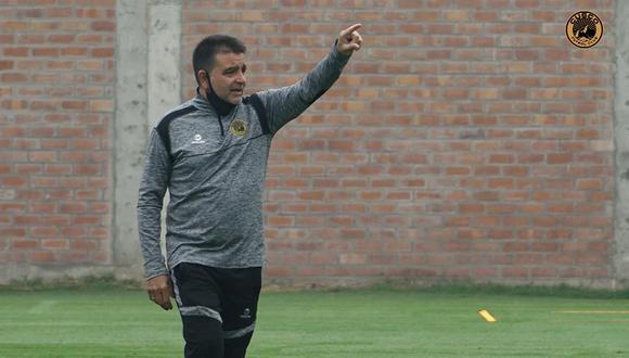 El director técnico de Cusco FC habló en conferencia de prensa sobre la posible llegada de los jugadores al club y afirma que el plantel se encuentra cerrado para la Fase 2.