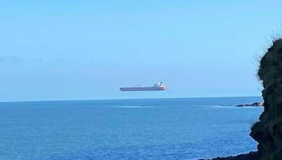 La siguiente ilusión óptica nos da la impresión que un barco se encuentra flotando en el mar; sin embargo, no todo es lo que parece porque a continuación lo explicamos.