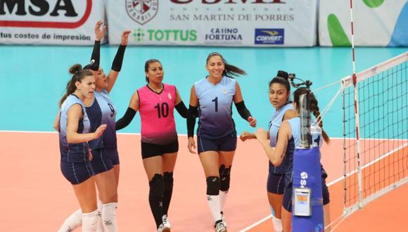 Regatas Lima celebrando un punto. (Foto: FPV)