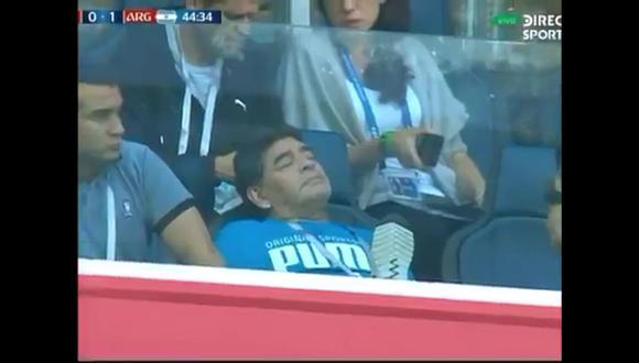 Diego Maradona se durmió en pleno partido.