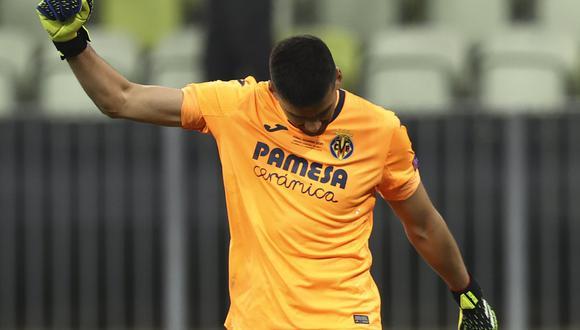 Gerónimo Rulli marcó y atajó el penal que le dio a Villarreal el título de Europa League, (Foto: AP)