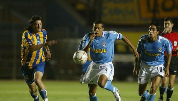 Jorge Soto le marcó dos goles a Central en esa noche de Libertadores. (Foto: GEC)