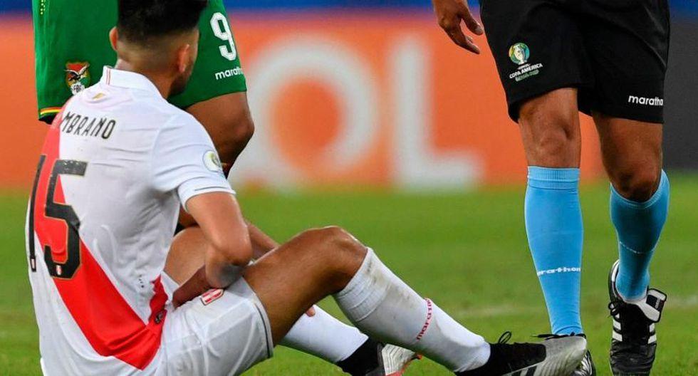 Perú vs. Brasil | Carlos Zambrano podría perderse el partido por la Copa América debido a una lesión. (Foto: AFP)