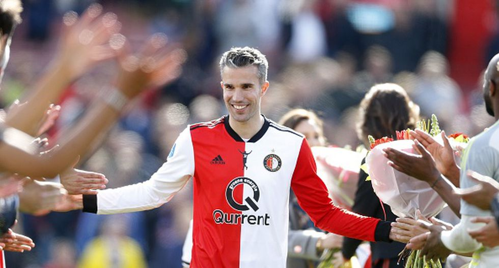 El memorable pasillo de Feyenoord para despedir a Robin Van Persie. (Getty Images)