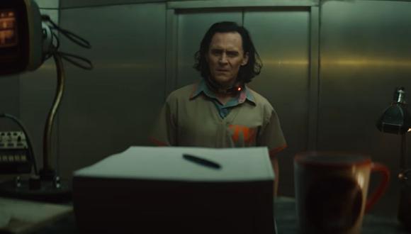 Loki siendo interrogado por un agente del TVA (Marvel)